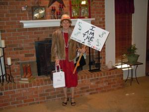 "Mom dressed at ""the 1%"" for Halloween"